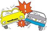 卫明街与卫星路交会处 一辆私家车与轻轨发生碰撞