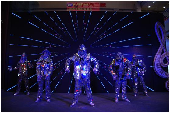 炫酷镜面机械舞表演