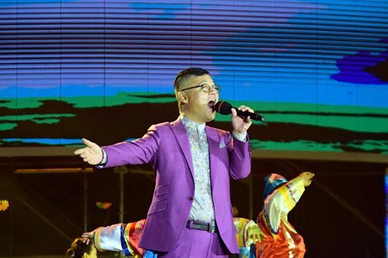 国内著名歌手金学峰现场演唱《长白颂》等三首歌曲