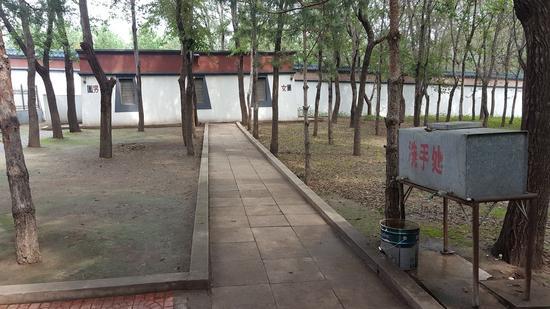 妙音寺内的旱厕。李洪涛摄
