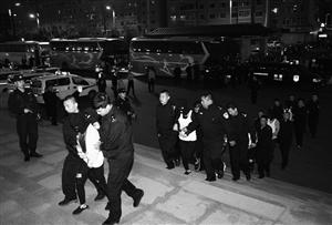 124名嫌疑人全部安全押解回辽源。 孙建一 摄