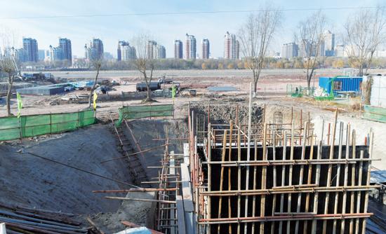 图为建设中的伊通河回忆岛调蓄池,建成后将净化排入伊通河的城市生活污水。苑激刚 摄