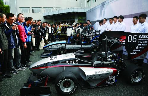 21日,在吉林大学南岭校区,吉林大学学生车队集中发布2018赛季6辆新车。