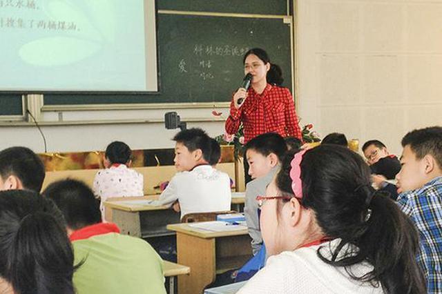 教师晒学生作文篇篇爆款:比起网红更想做优秀老师