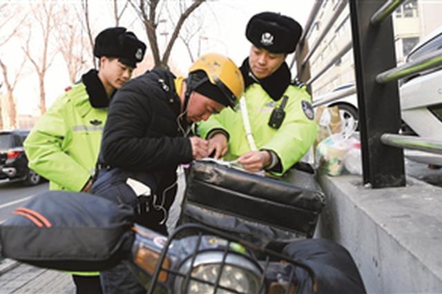 长春交警开始上路整治违法摩托车、电动车