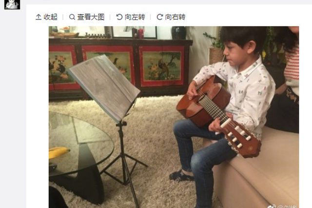 刘烨晒萌娃为自己庆生画作 诺一弹吉他多才多艺