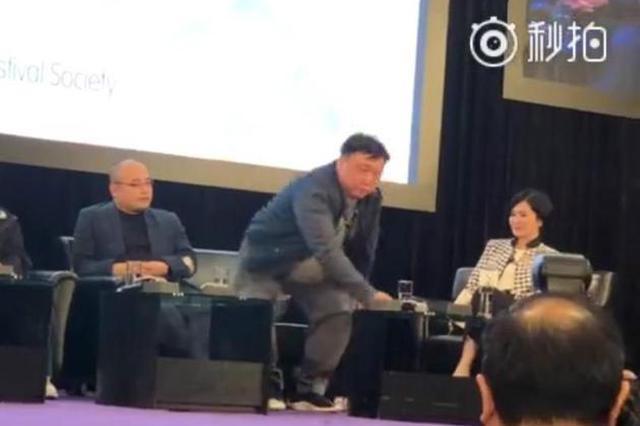 王晶被批评没资格在论坛退场 以7个字粗口回应
