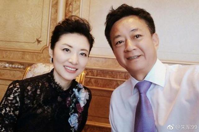 """朱军发图祝福周涛""""18岁""""生日 老搭档友谊惹人羡"""