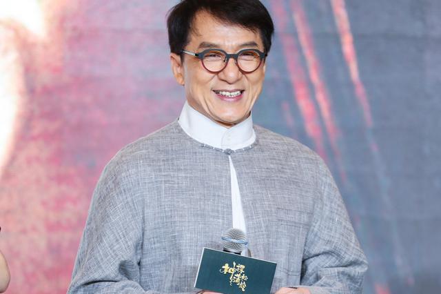 成龙承认曾尬夸合作演员 想在李小龙之后留名影史
