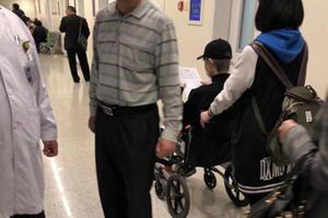 李宇春为演唱会排练受伤? 坐轮椅进医院被偶遇