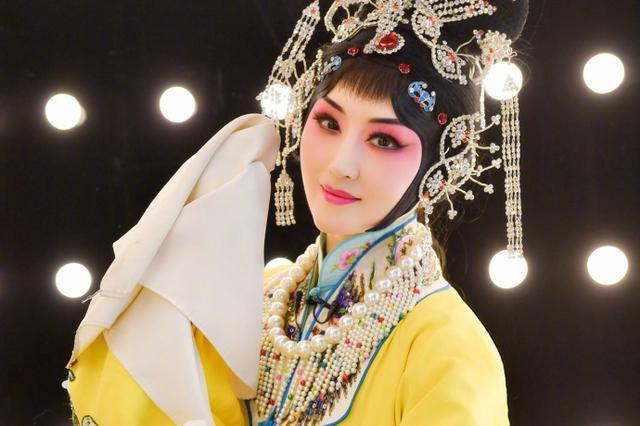 47岁杨钰莹跨界挑战梅派京剧 扮相甜美温婉动人