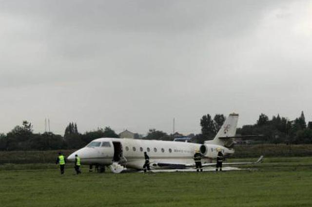 一公务机扬州泰州机场冲出跑道无人伤亡 机场仍关闭