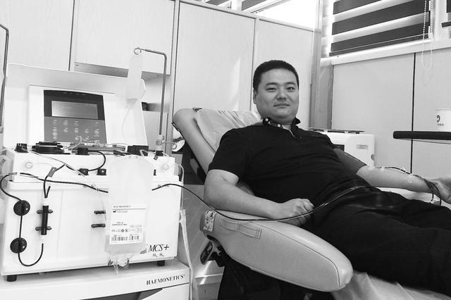 吉林省老兵志愿服务队近50名志愿者撸起袖子参与献血