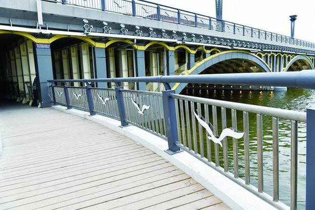 保障市民安全 长春南湖大桥人行栈桥装上不锈钢围栏