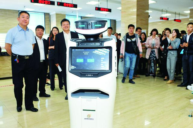 """机器人""""入职""""长春朝阳区政务大厅"""