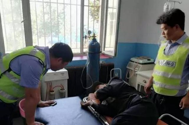 老人骑电动车摔倒受伤 幸得长春交警伸援手救助