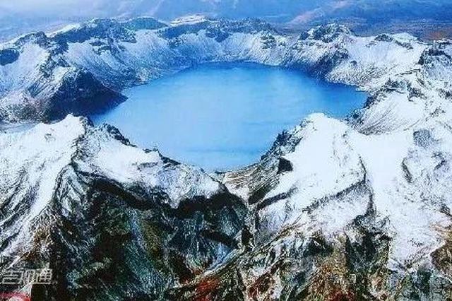 长白山天池开冰 连当地人都难得一见的绝美奇观