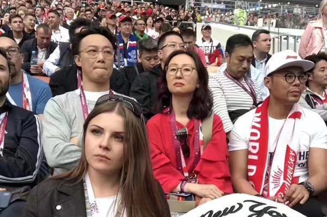 热心球迷!陈奕迅吴秀波惊现世界杯开幕式现场