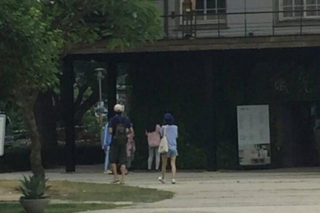 林更新王丽坤台北嗑麻辣锅 4月就曾情侣装游台北