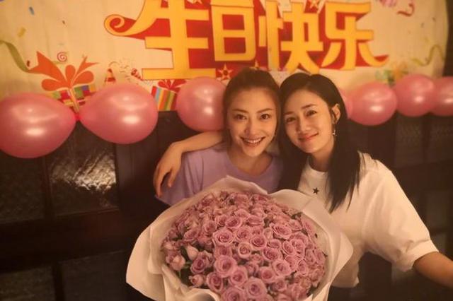 刘芸为应采儿庆生贴面合照姐妹情深:必须幸福