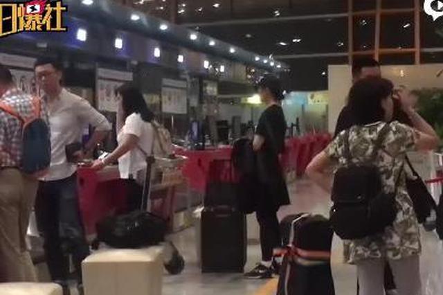 刘亦菲嘻哈装扮现身机场  赴奥克兰拍摄真人版《花木兰》