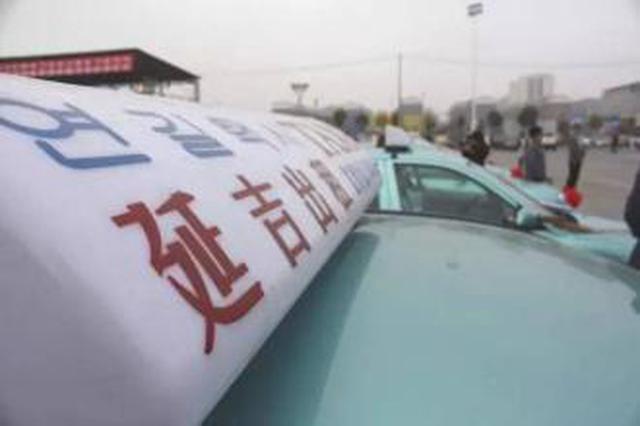 延吉出租车司机被困 众人合力将其成功救出