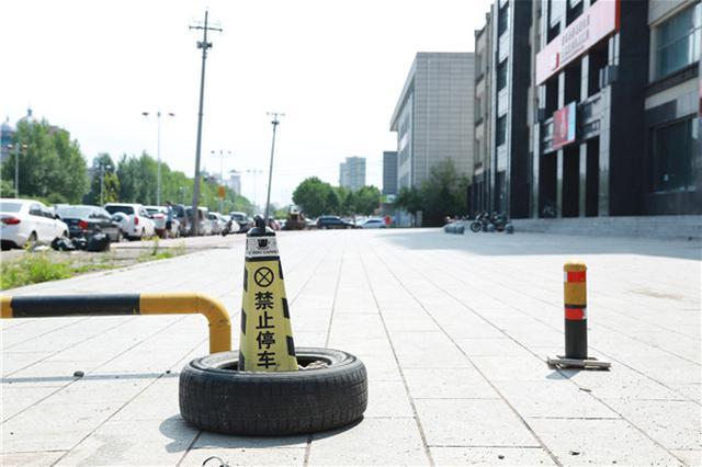 延吉市千余平方米空地上锁 业主爱车没处停