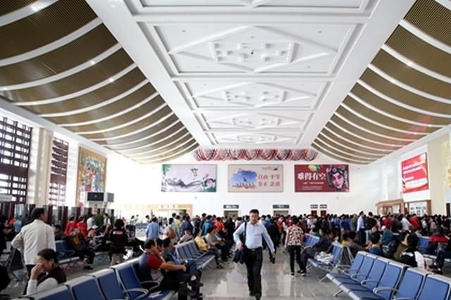 旅客手机遗在座位上 延吉西站工作人员帮找回
