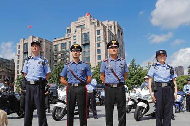 意大利警员亮相外滩 中意警方在华警务联合巡逻启动