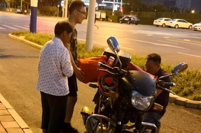 三伏天74岁老人步行11小时只为给儿子送菜吃