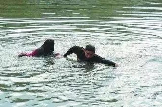 延吉一年轻女子站在河中大哭 因感情受挫欲轻生