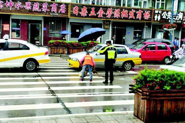 通化辉南:雨中这一幕温暖万人心