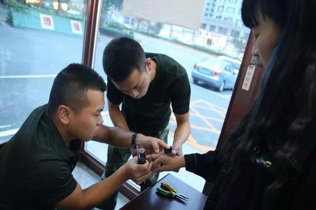"""农安消防新式""""武器""""发威 快速取出女子卡手戒指"""