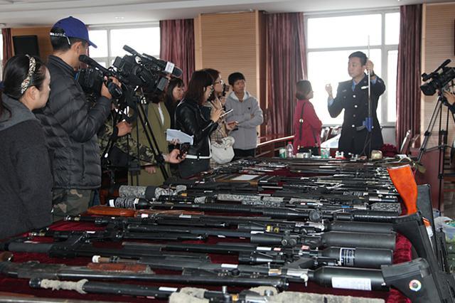 延边州公安局成功侦破特大跨国走私枪支弹药重点专案