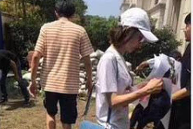 网曝林更新王丽坤合体疑看婚房 8月曾同逛家居店