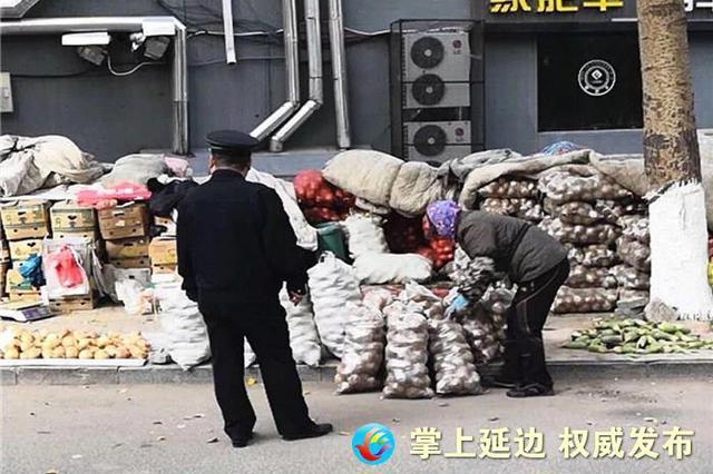 延吉城管河南大队设立3处临时秋菜销售点 方便购买