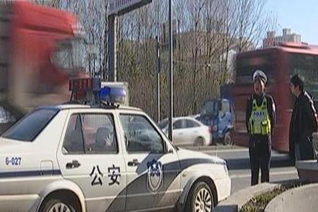 """兰家交警查处一涉牌涉证车辆 """"奇葩""""驾驶员被重罚"""