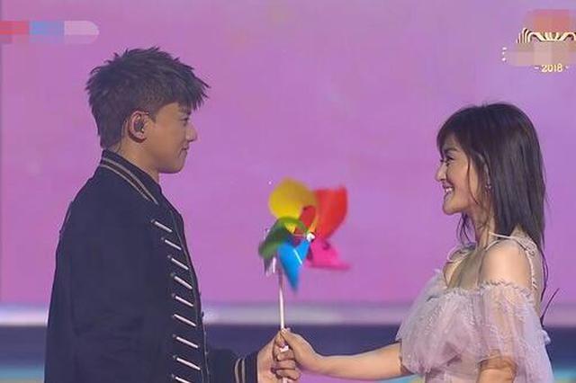 张杰牵手谢娜唱《这就是爱》 互曝夫妻日常甜炸了