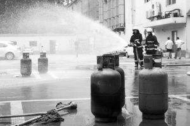 延吉一居民家中液化气泄漏引发火灾 多部门及时处置