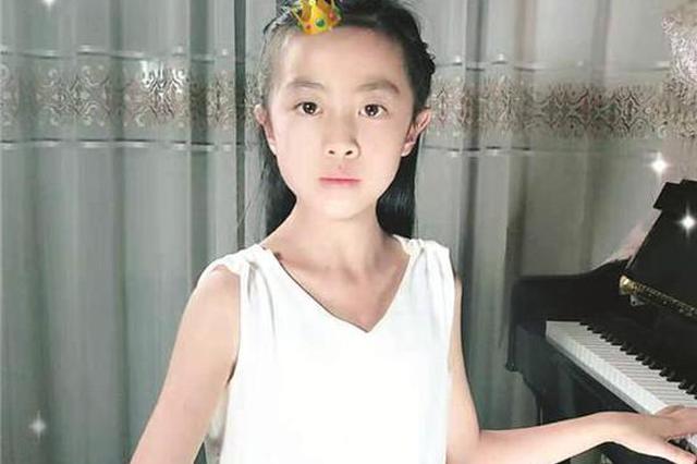 延吉9岁女孩会绝活儿 左手弹钢琴右手弹古筝