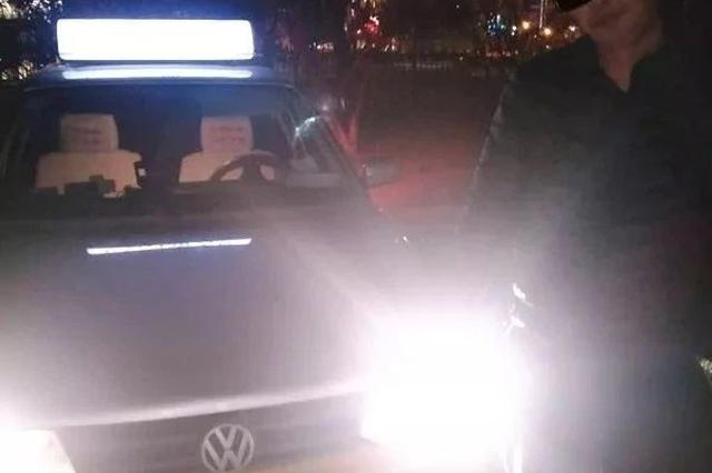 长春一出租车强行冲卡还撞警车 最后被拘留