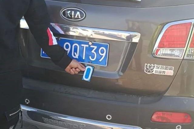 """男子用旧牌照上剪下的""""0"""" 被德惠交警罚款5000元"""