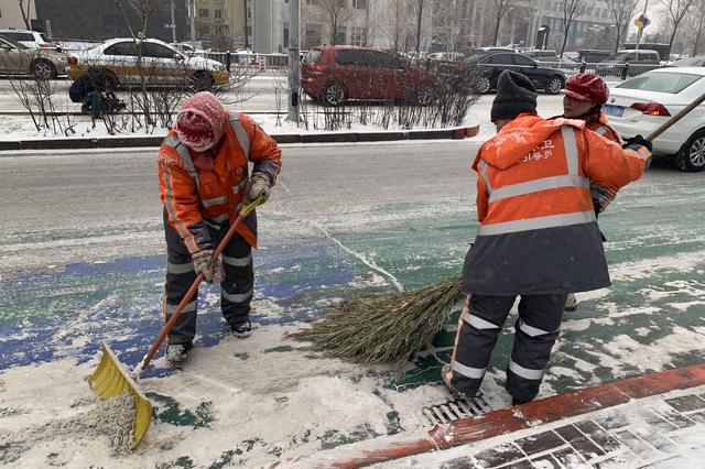 长春市1.5万名环卫工人昼夜奋战快速清理2月15日降雪