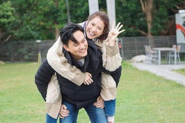 结婚18年?#36816;?#28909;恋 袁咏仪张智霖相处模式超甜蜜