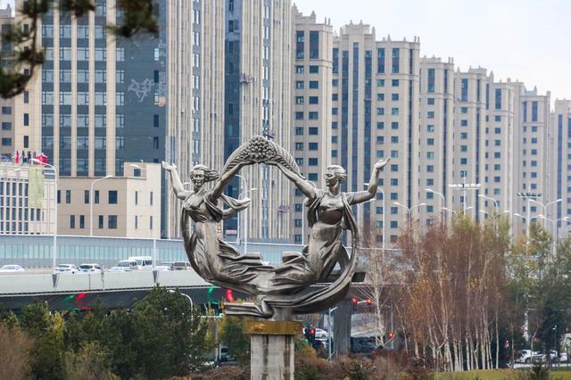 """回来了!长春市著名雕塑""""迎""""重回卫星广场"""