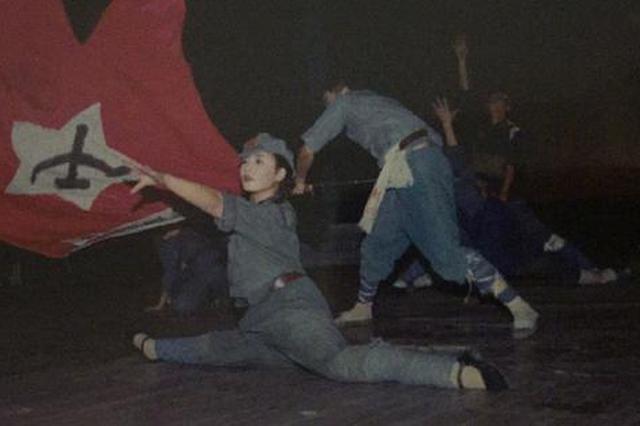刘涛晒146斤表演旧照 跳舞下一字马动作标准