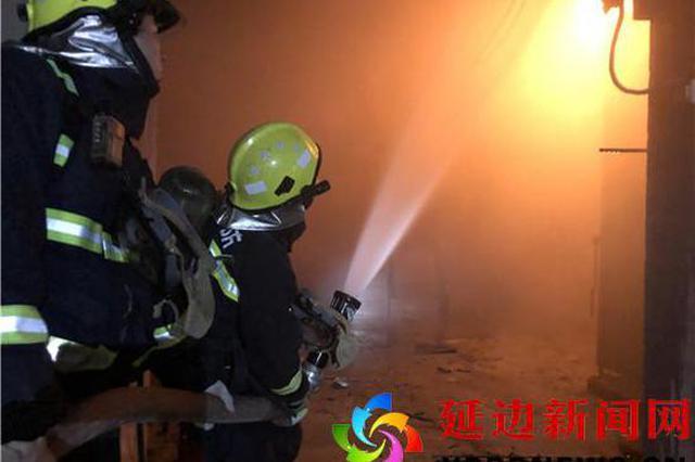 延吉一生产车间起火 消防部门火速施救