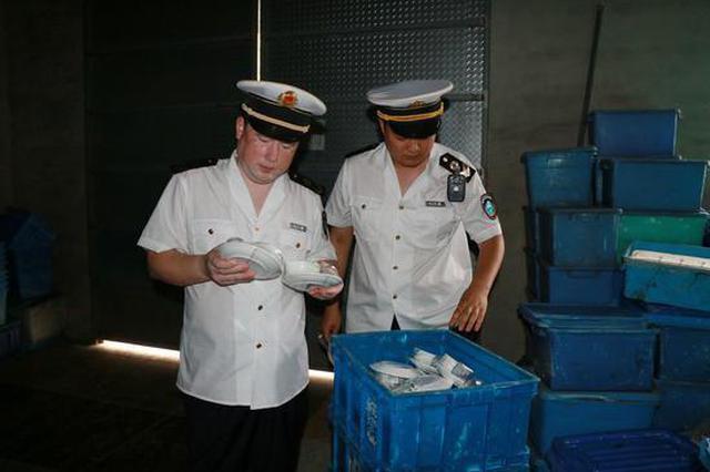 餐具消毒厂环境脏乱被曝光 涉事工厂已被依法取缔