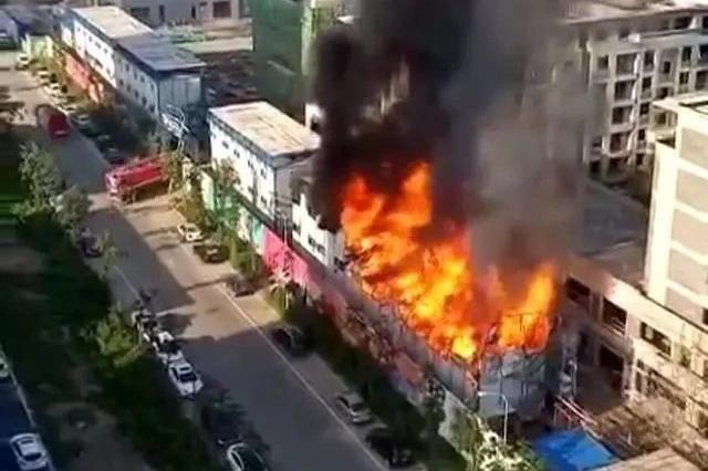 长春市北湖新城吾悦广场项目在建工地起火