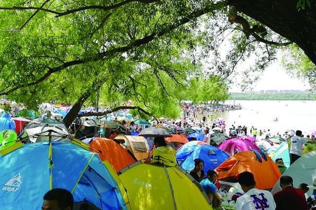 """长春:公园如何安置越来越多的""""帐篷客""""?"""